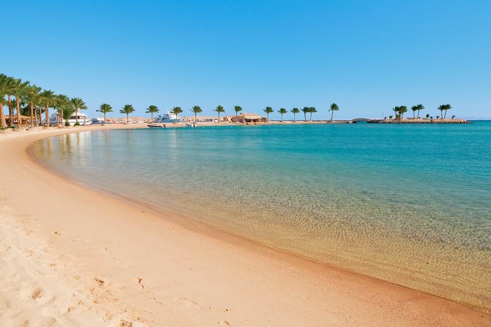Stranden vid hotell Mövenpick Resort