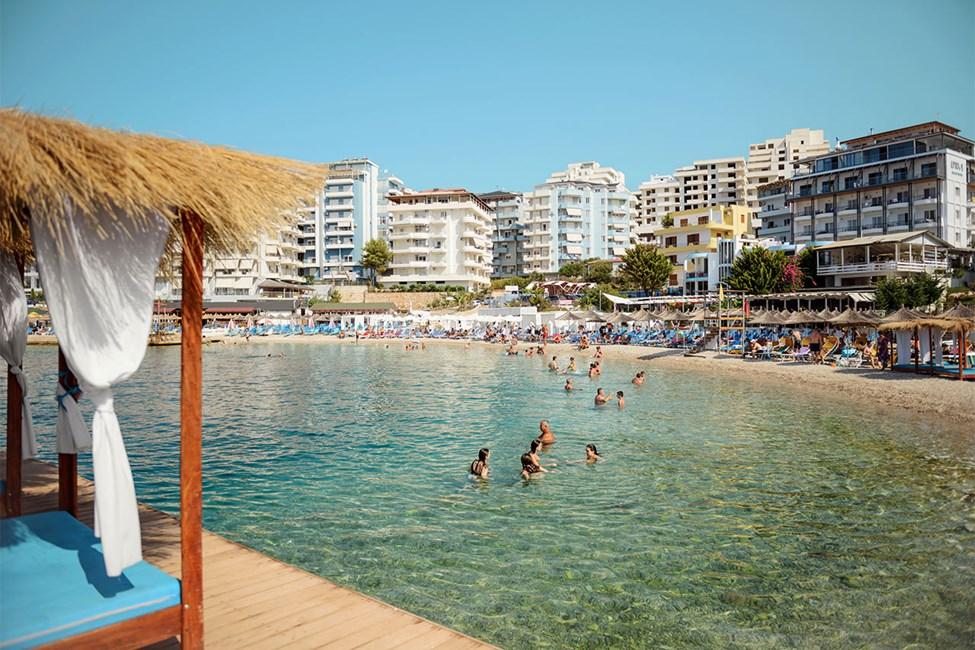 Stranden närmast hotellen Epirus och Apollon