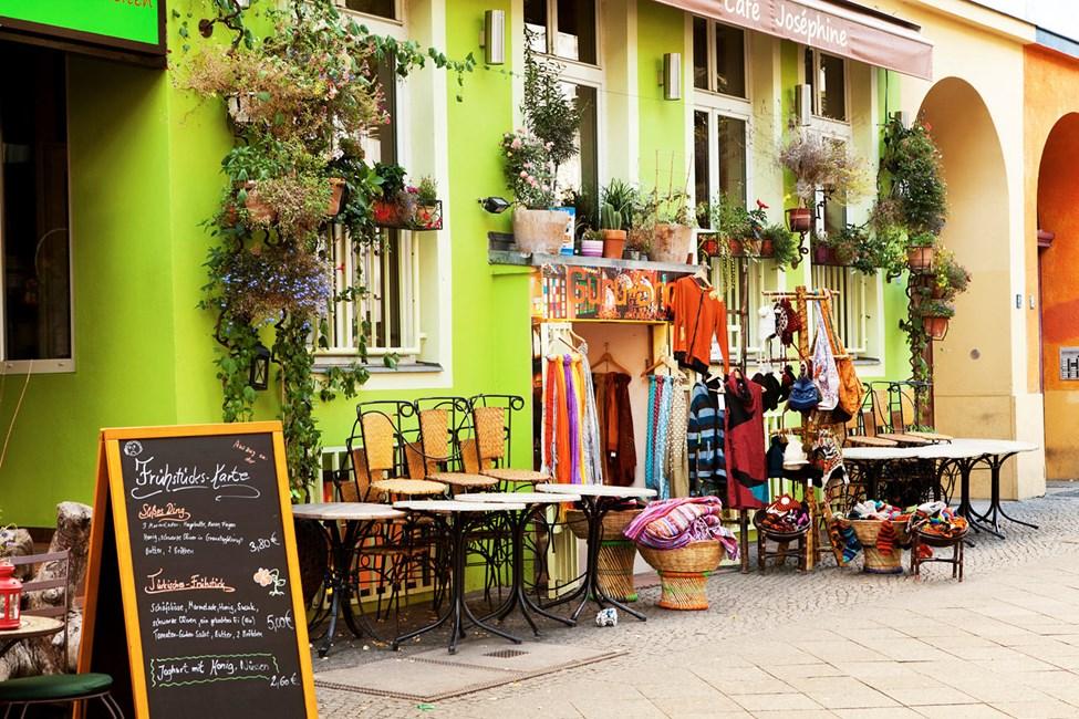 Vintagebutiker på Bergmanstrasse i Kreuzberg, Berlin