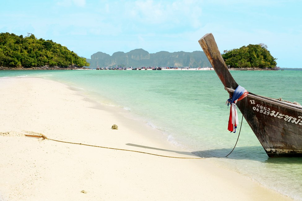 Från Ao Nang och Klong Muang kan du åkta båt till Chicken och Tup Island.