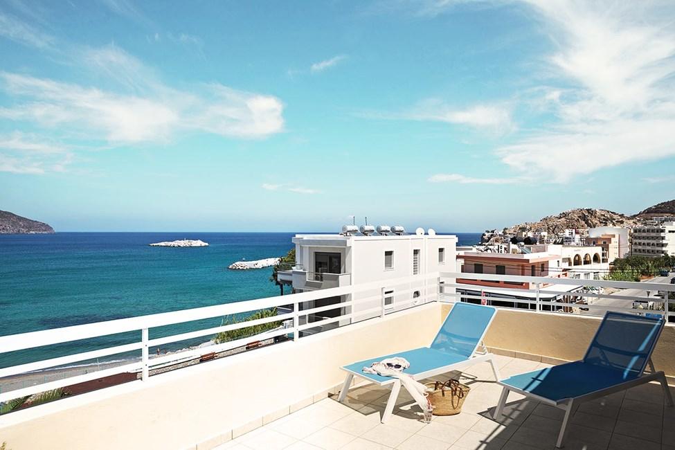 Tvårumslägenhet med stor balkong och havsutsikt
