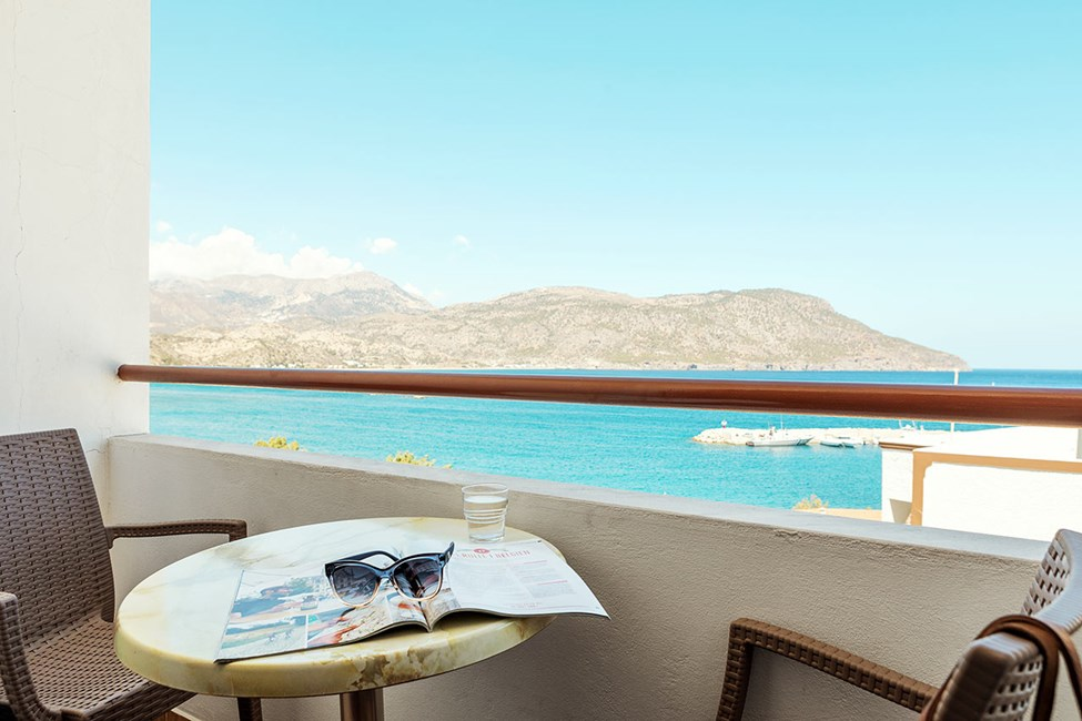 De flesta rum har balkong, flera också med utsikt mot havet. Specifikt rum kan inte garanteras