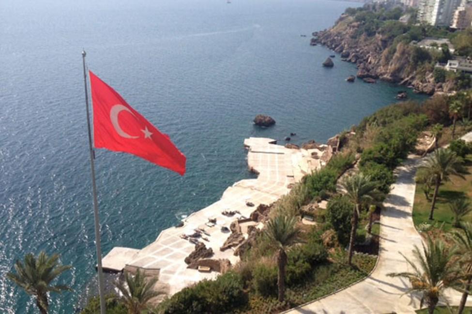 Här kan du bada i havet från hotellets egen solterrass