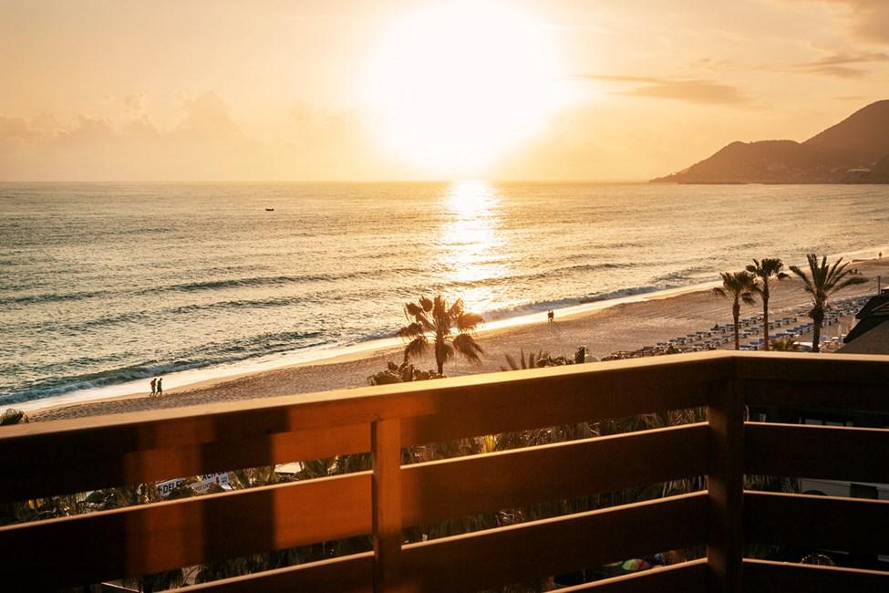 Tvårumslägenhet med balkong och havsutsikt i beach-byggnaden