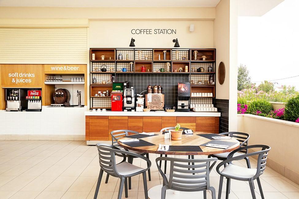 Kaffestationen i bufférestaurangen.