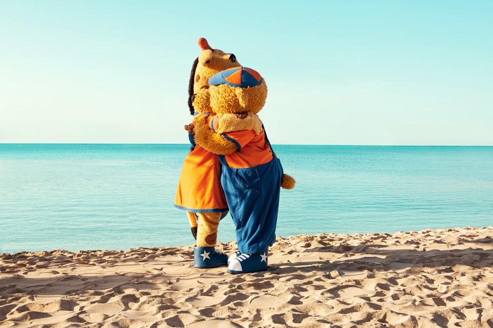 Kom till Sunwing Side Beach och träffa den kloke Bernie och den nyfikne giraffen Lollo.
