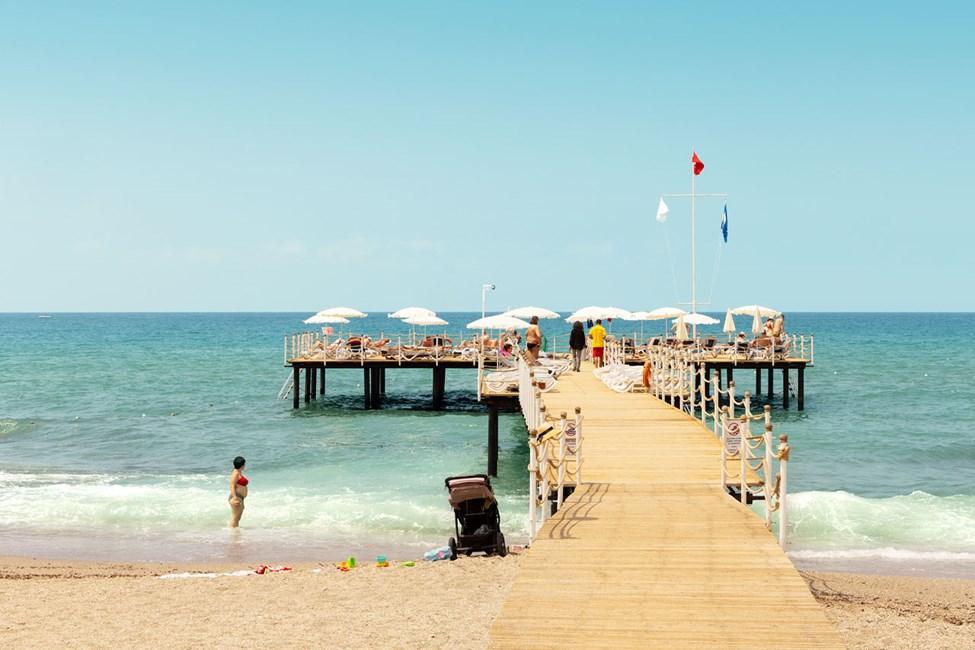 Sunprime C-Lounge har en egen del av stranden, med gratis solstolar för hotellets gäster