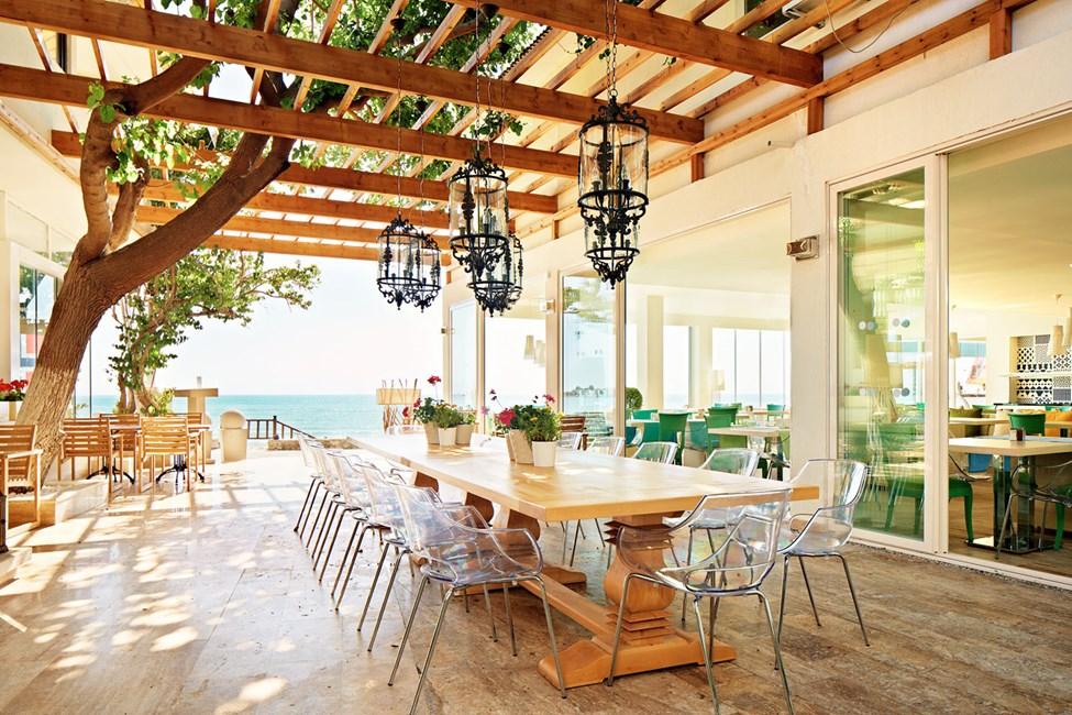 Sunprime Restaurant & Bar har ett underbart läge precis vid den exklusiva strandpromenaden i Side.