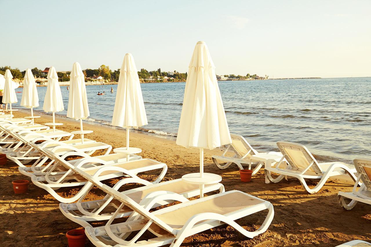 Nere på stranden erbjuder Sunprime Side Dogan Beach gratis solstolar.