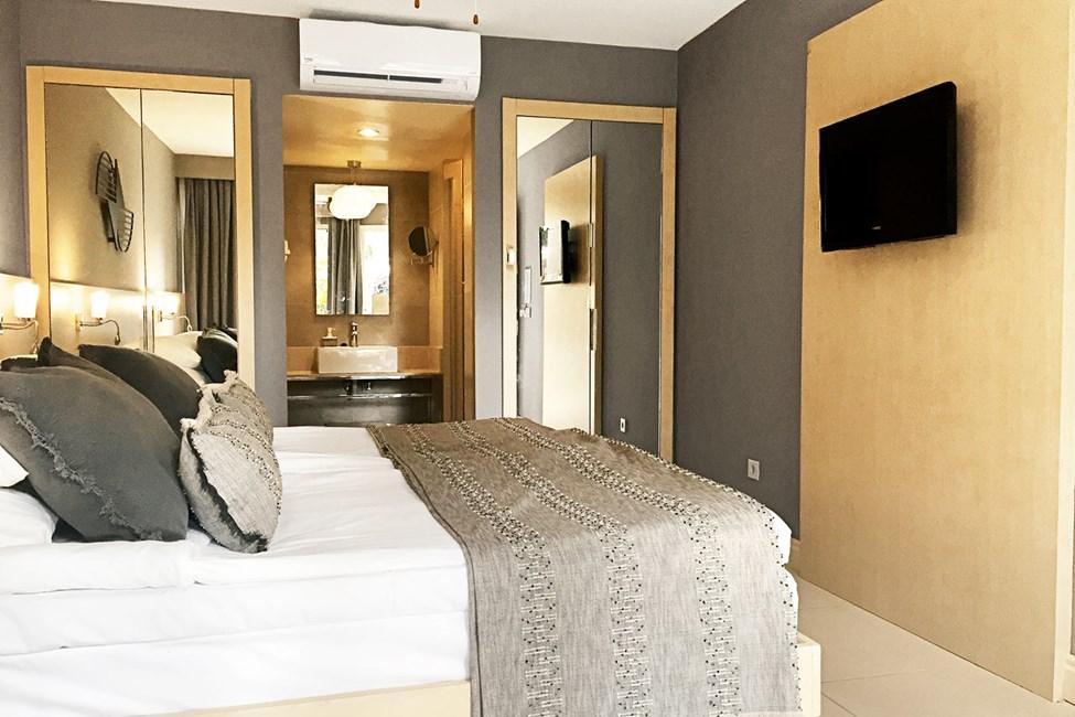 Inför sommaren 2020 kommer rummen att målas om och få nya textilier samt få delvis renoverade badrum. Bilden är ett exempel på hur det kan komma att se ut. Alla rumstyper.