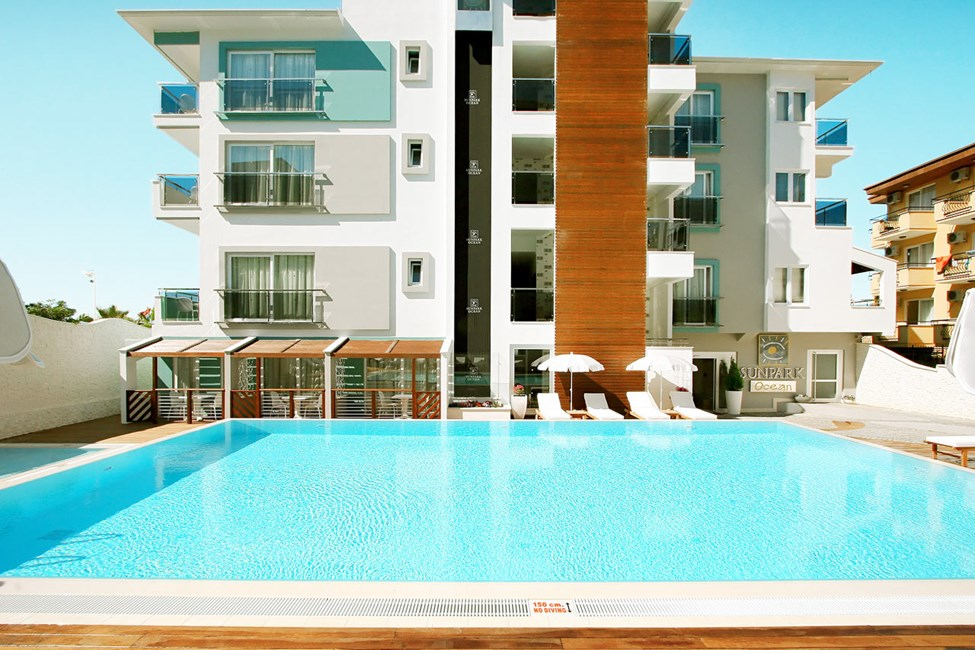 På hotellet finns två poolområden, båda i anslutning till Sunprime Lounge