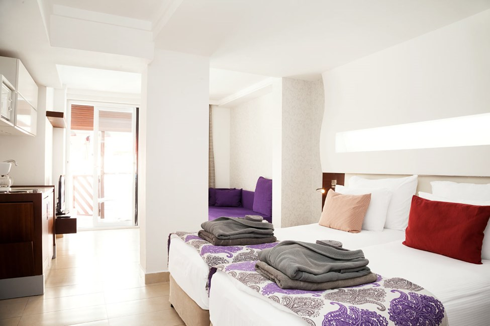 Classic Suite med terrass mot poolområdet
