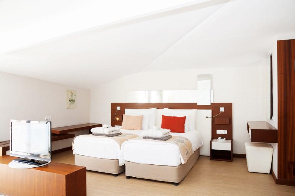 Penthouse Suite med balkong med begränsad havsutsikt