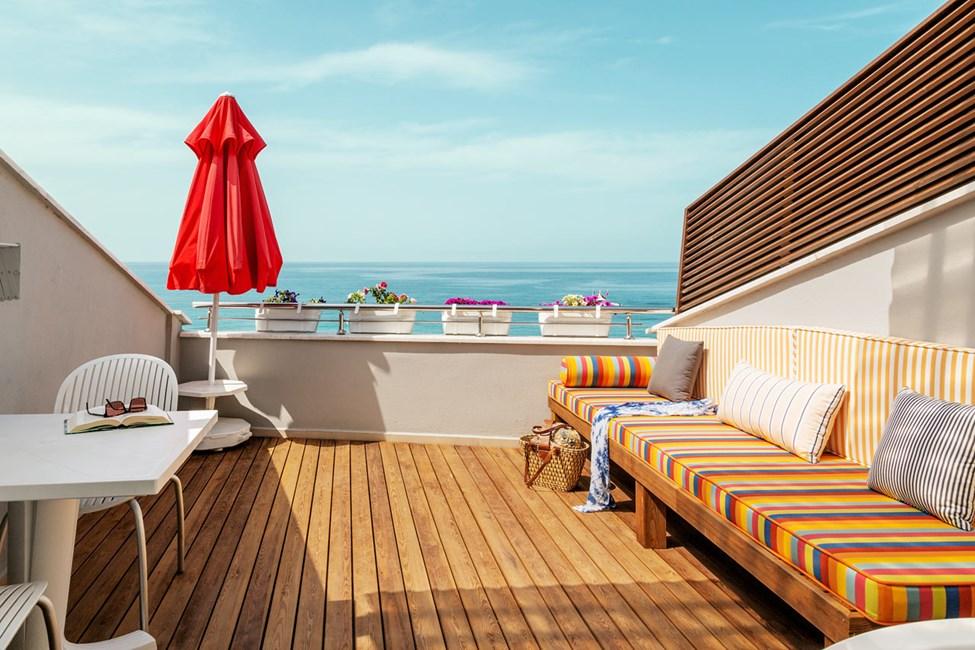 Penthouse Suite med balkong och havsutsikt
