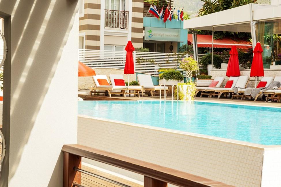 Classic Suite 1 rum, terrass mot poolområdet