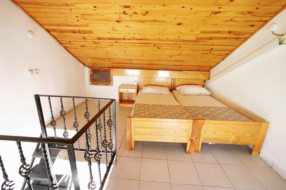 Sovalkov i en tvårumslägenhet i etage