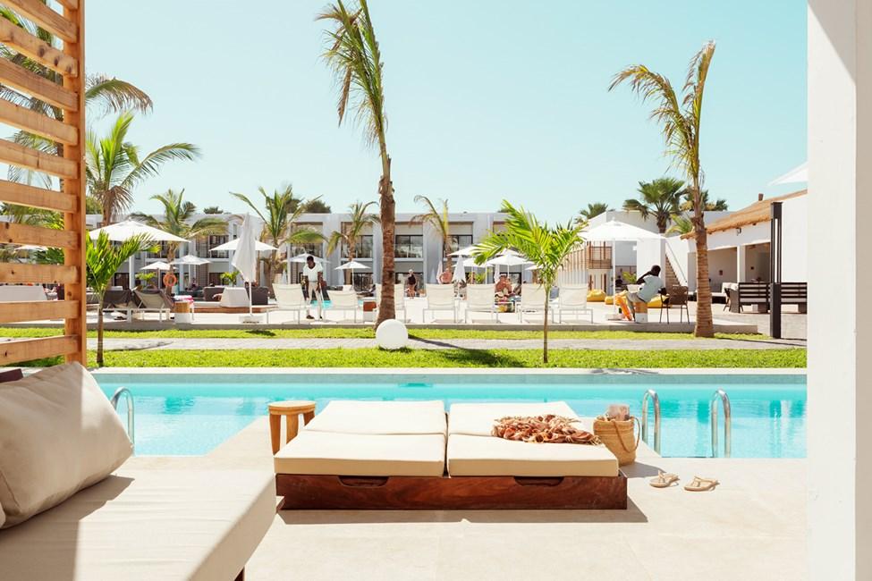 Prime Pool Suite 1 rum, terrass mot poolområdet med direkt access privat, delad pool