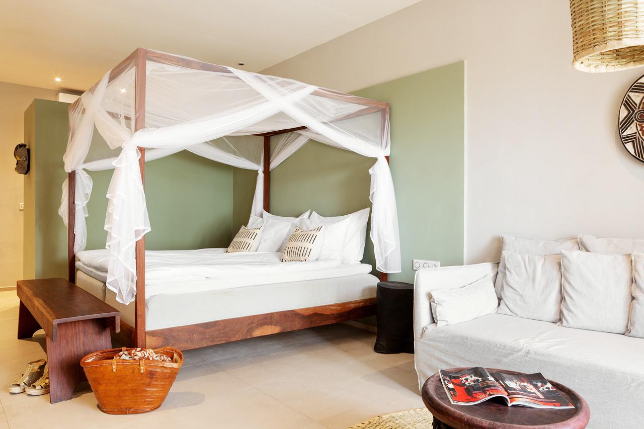 Exempel på sov- och vardagsrumsdel i sviterna. Myggnät mot förfrågan.