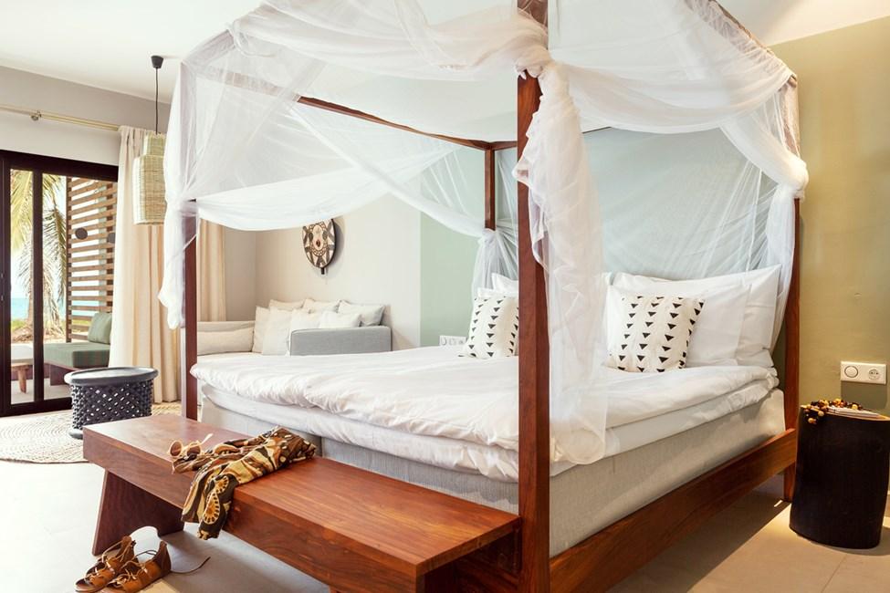 Prime Pool Suite 1 rum, terrass mot havet med direkt access till privat, delad pool. Myggnät mot förfrågan.
