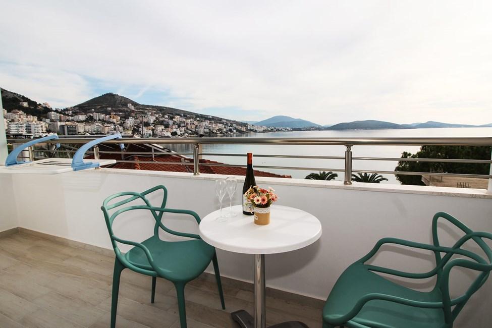 Dubbelrum med balkong och havsutsikt