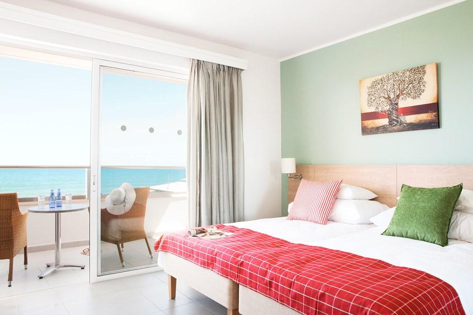 Classic Room med balkong mot havet.