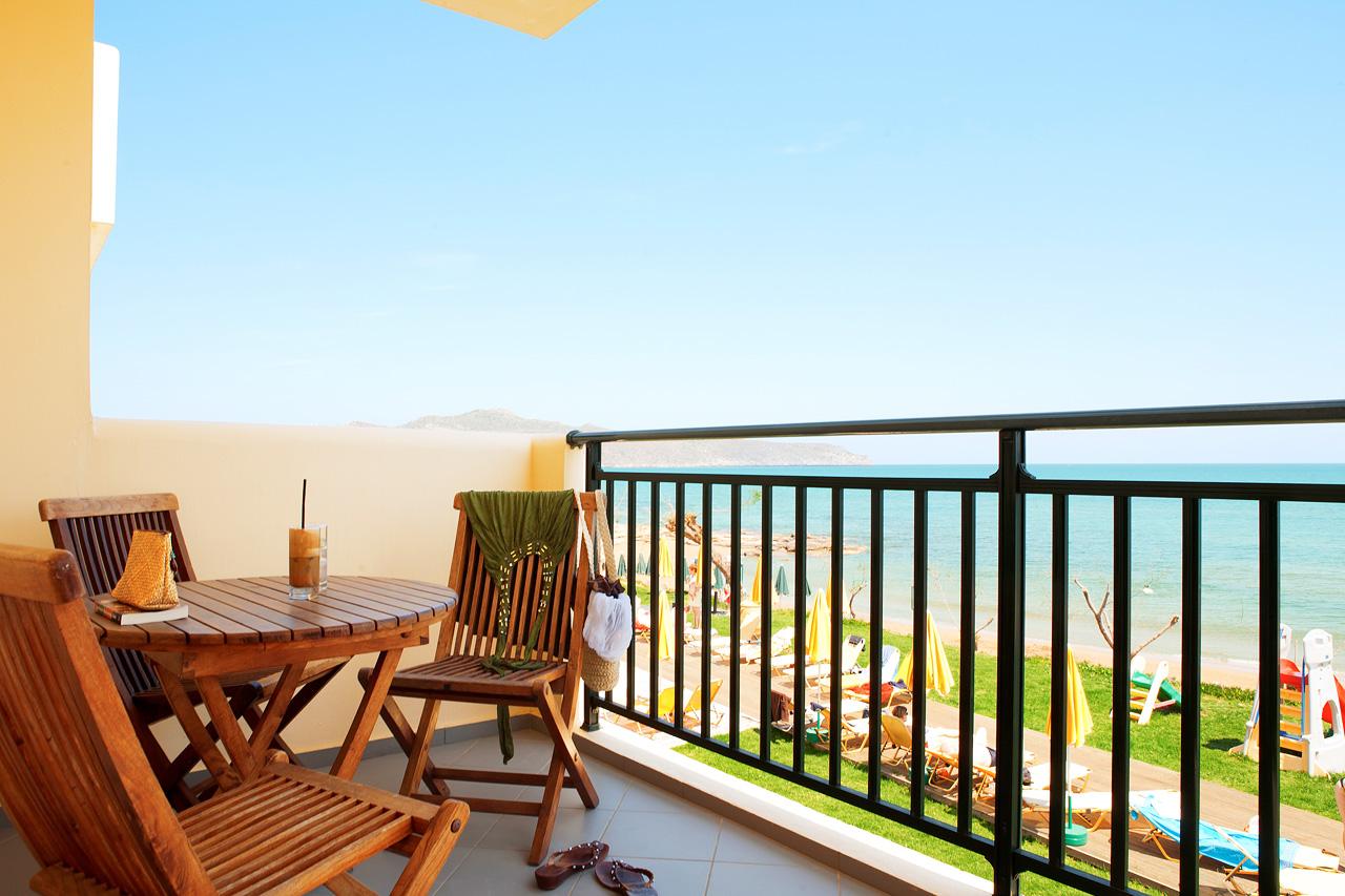 Utsikt från lägenhet med havsutsikt