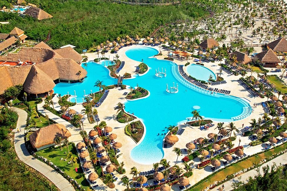 På Grand Palladium Colonial Resort & Spa kan du njuta av stora härliga poolområden