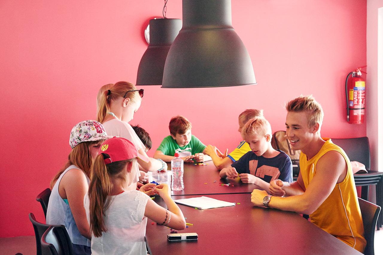 I Teen Lounge kan du bland annat pyssla, spela spel och surfa.