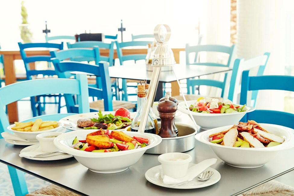 Iakovo's Kitchen & Grill bjuder på grekiska smaker såväl som välkända favoriter.