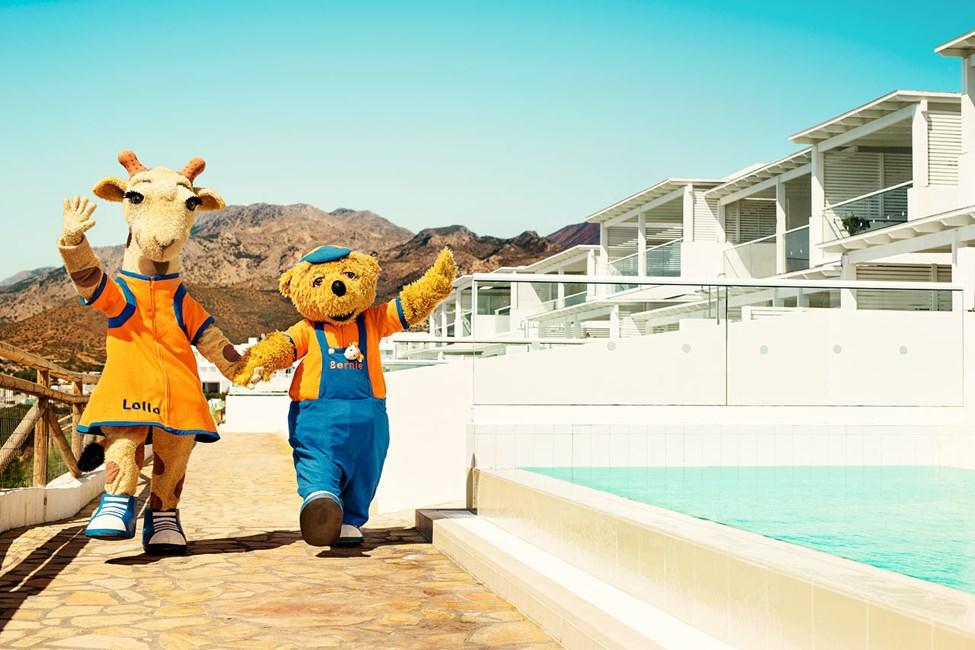 Lollo & Bernie hälsar alla barn och vuxna välkomna till Sunwing Makrigialos Beach.