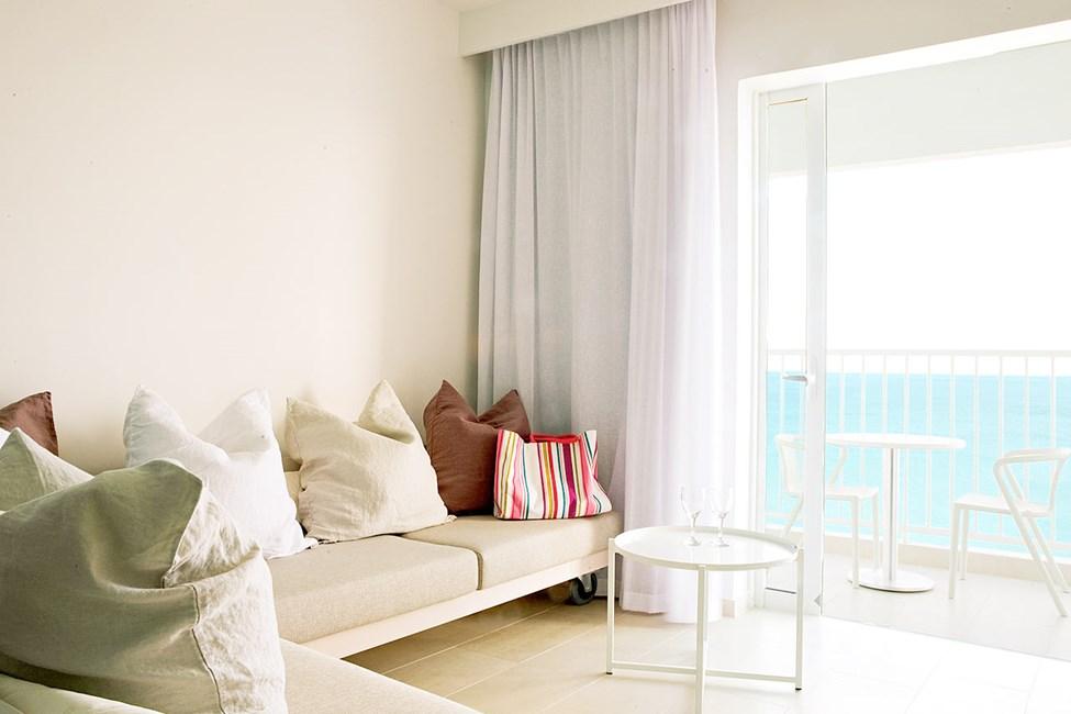 Funktionellt och modernt. Generous suite, Ocean Beach Club.