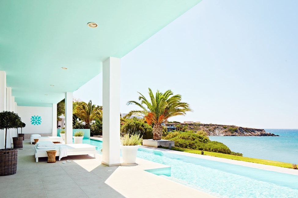 Vid Beach Club Spa Pool kan du koppla av efter en skön spabehandling