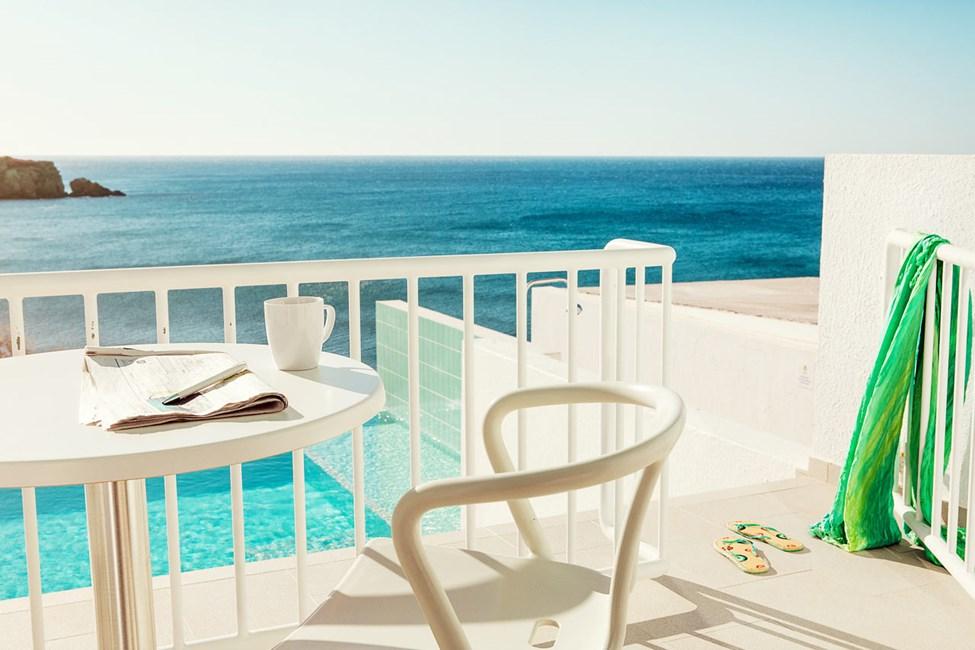 2-rums Club Suite, terrass med havsutsikt och access till privat, delad pool.