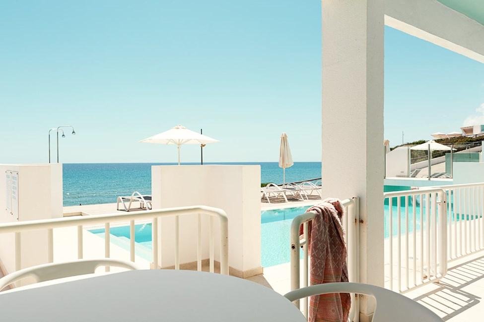 2-rums Club House Pool Suite, terrass med havsutsikt närmast havet och access till privat,delad.