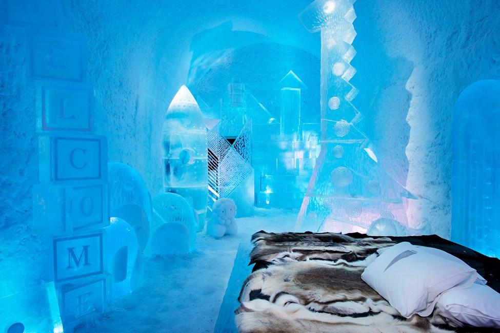 Deluxesvit Toybox, Design av Wouter Biegelaar & Viktor Tsarski. Icehotel 365. Foto av Asaf Kliger