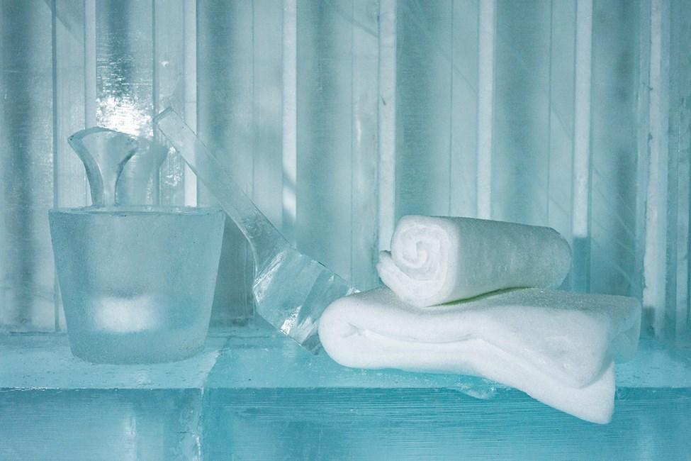 Konstsvit Sauna, Design av Luca Roncoroni. Icehotel 365. Foto av Asaf Kliger