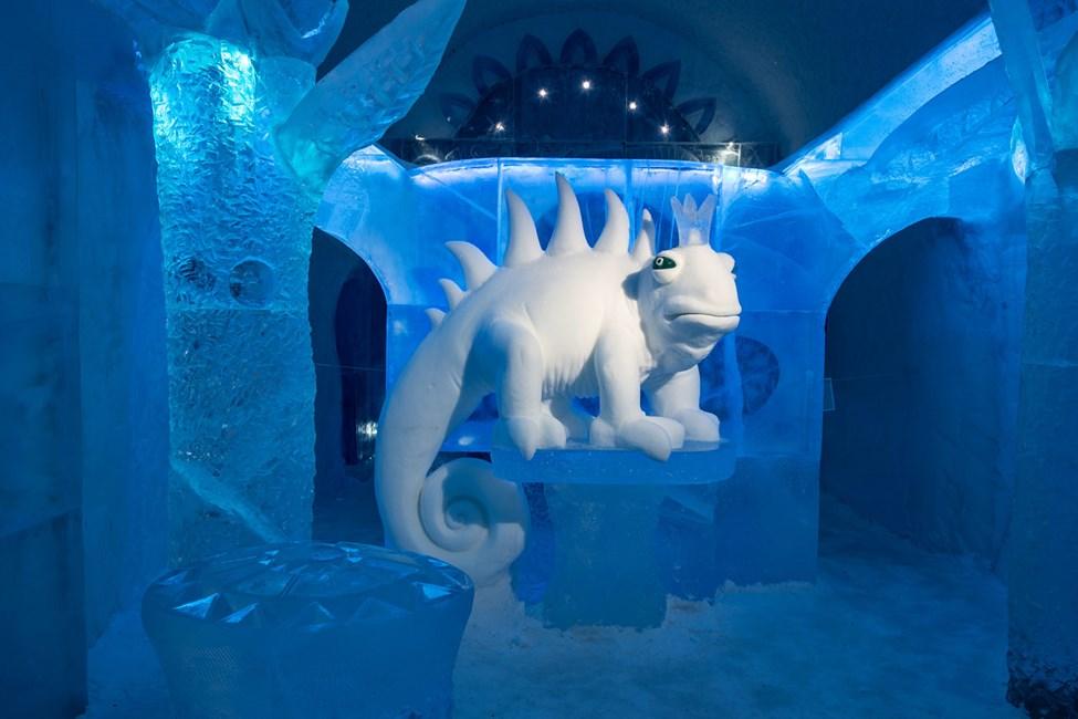 Deluxesvit, Dreaming in a  dream, Design av Kestutis Musteikis & Vytautas Musteikis. Icehotel 365. Foto av Asaf Kliger