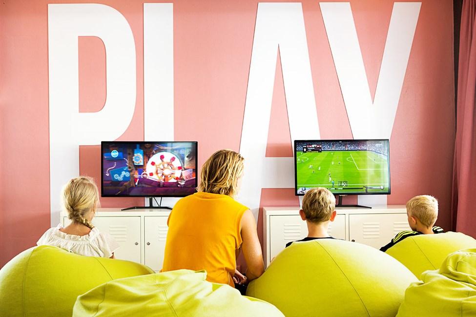 I Play & Chat kan du spela PlayStation 4.