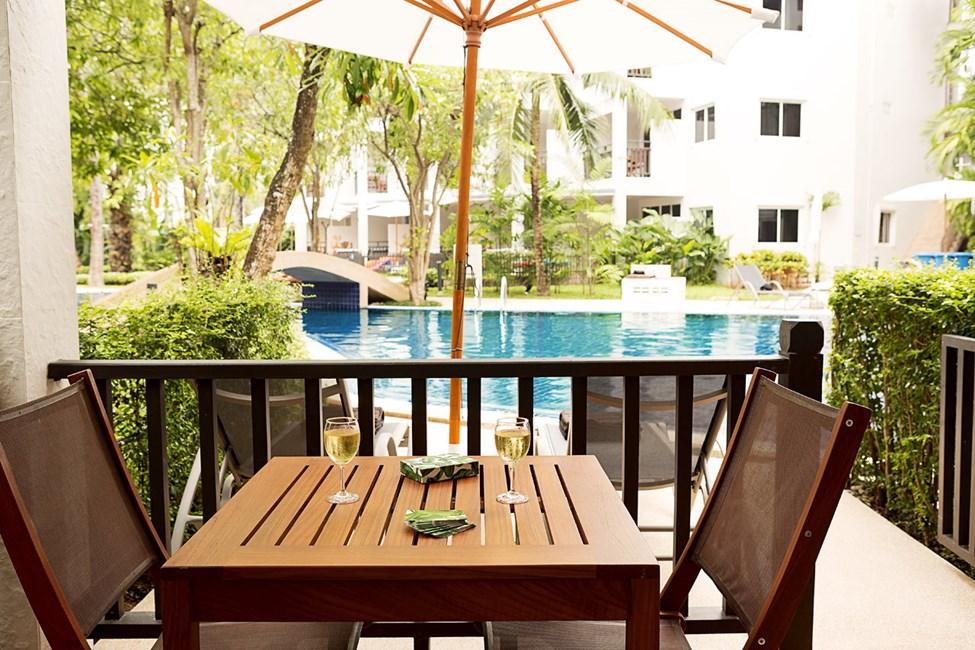 Enrumssvit Royal Family Suite, terrass med direkt access till hotellets pool