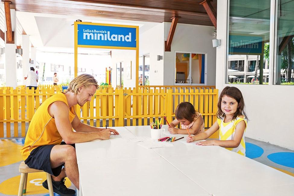 I Mini Land kan barnen hitta på en massa bus.