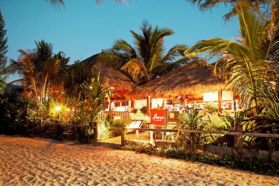 Restaurangen Fino Restaurant & Grill - med underbar utsikt över havet.