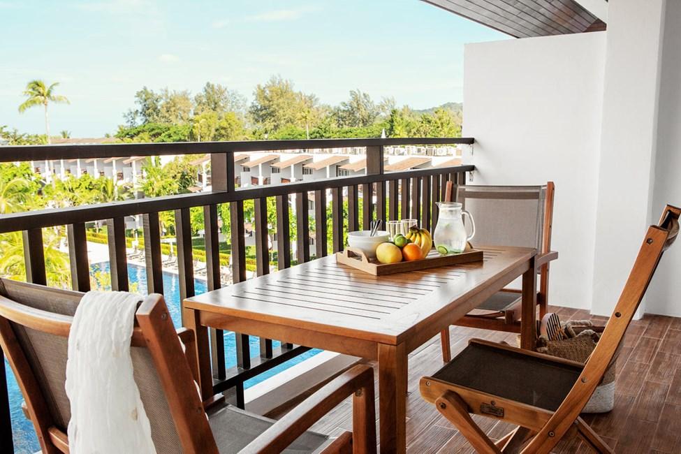 Tvårumssvit FAMILY SUITE, balkong mot poolområdet.