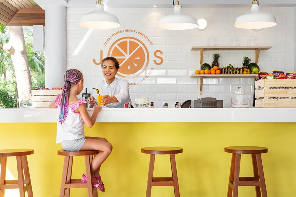 I J.O.S baren hittar ett fräscht och spännande utbud av färskpressade juicer, smoothies, kaffe, crepes och mycket mer.