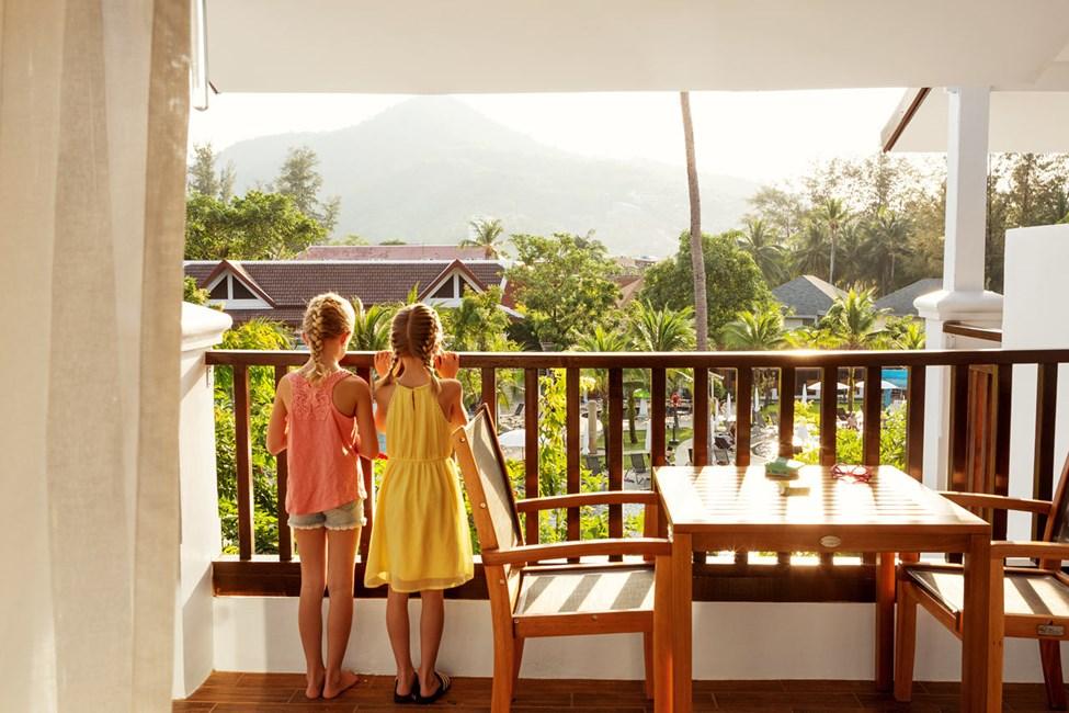 Enrumssvit FAMILY SUITE, balkong mot poolområdet