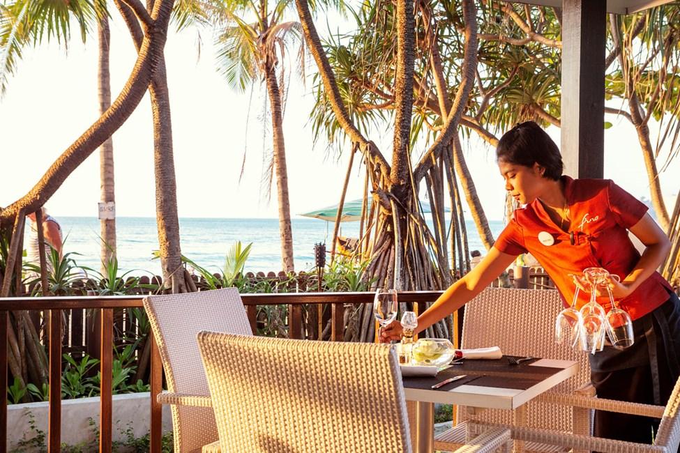 I Fino Restaurant & Grill har du en vacker utsikt över havet.