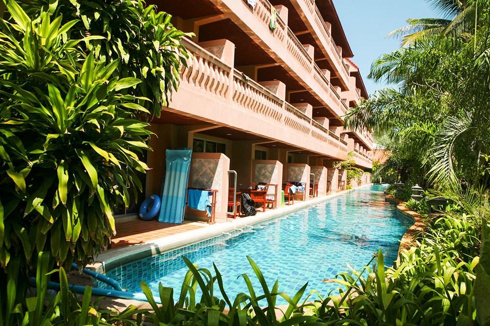 Njut av poolbad direkt utanför din terrass, i dubbelrum för 2 personer