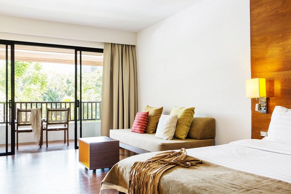 Classic Suite med balkong mot poolområdet
