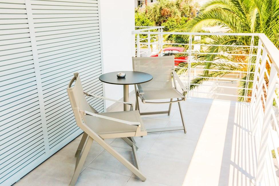 Dubbelrum med balkong mot poolområde