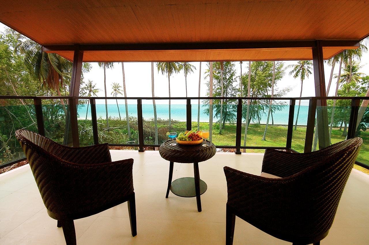 Större dubbelrum med stor balkong mot havet