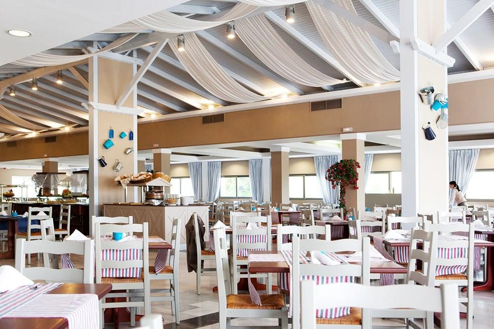 Atrium Greek Restaurant serverar grekiska specialiteter i buffén